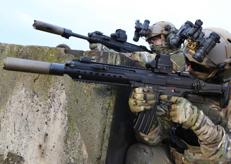 Operadores com Heckler & Koch HK433 5,56mm x 45