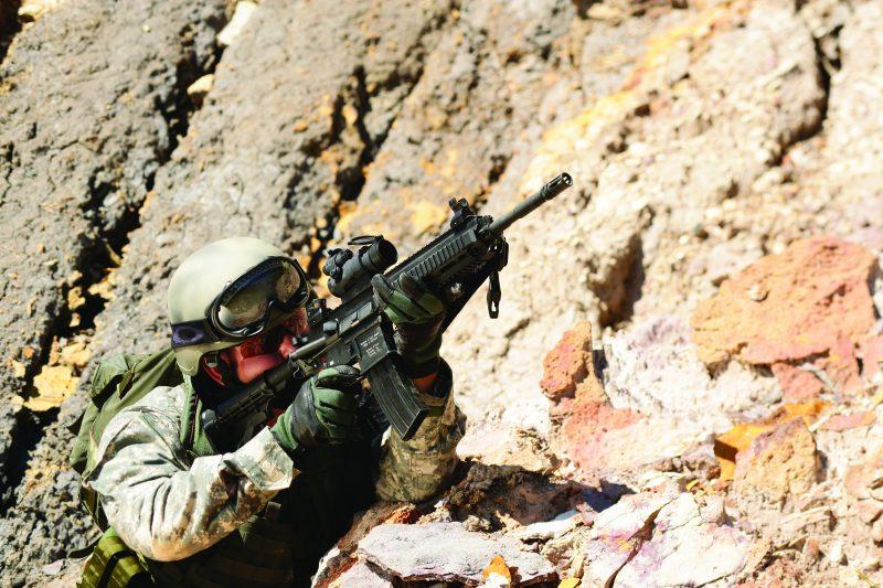 Operador del rifle de asalto Heckler & Koch HK416 A5