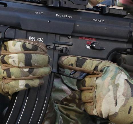 Acceso óptimo a la cola de disparador (gatillo) del Heckler & Koch HK433 5,56mm x 45